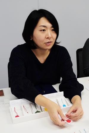 マーケティング課 夏川真里さん。