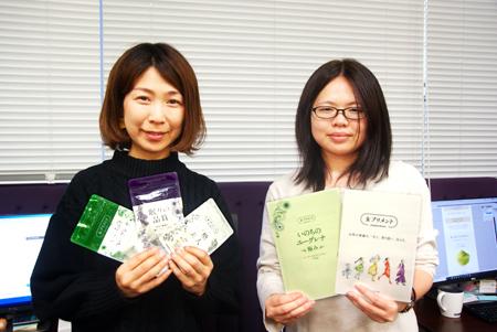 女プリメントのパッケージやパンフレット類のデザインを手がける女性社員。